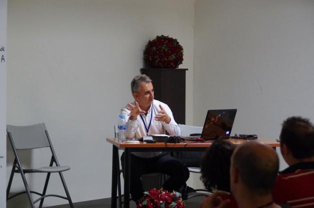 José Carlos Robles haciendo su exposición.